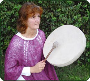 Anita trummar